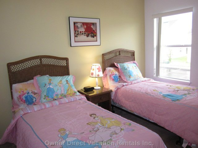 2 Upstairs Bedroom with Two Twin Beds