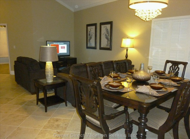 Great Room and Dining Room - Spaceous Great Room with Soaring 17 Foot Ceilings. Dining for 6 People. for a Total of 16 kit-8 bb-2 dr-6