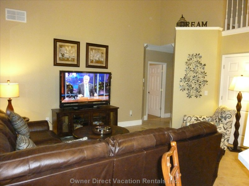 Family Room with 55 Tv W/Bose Surround, Blu-Ray, on-Demand Movies. - Netflix and Will are Available. Ther are 9 Tvs Connected to Cable.