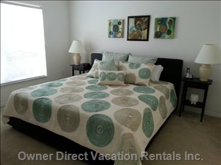 Master Bedroom: King Bed, Ensuite, Walk-in Closet, Flat Screen Tv, Overlooks Pool and Golf Course