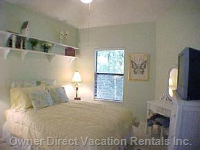 Guest Room with Queen Bed, TV, Ceiling Fan