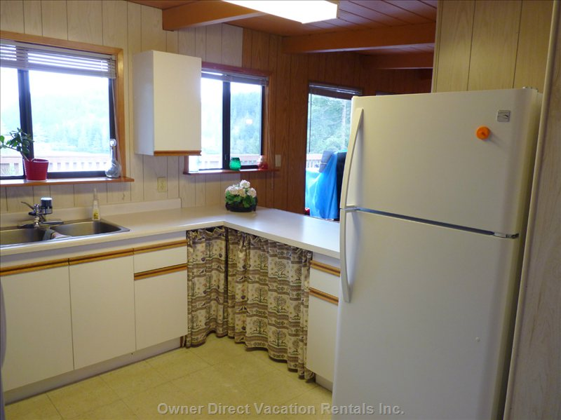 Kitchen - with a View of the Lake