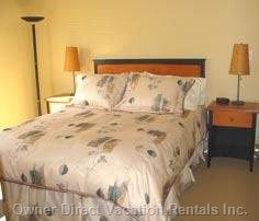 Main Bedroom with Queen Bed.