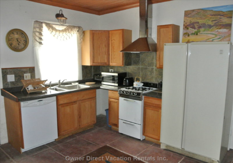 Fully Equipped Kitchen with Full Size Fridge and Dishwasher