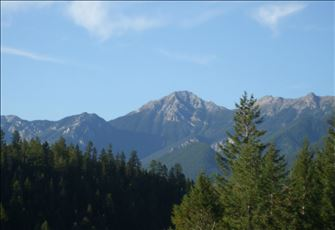 Located 30 Klm from Kicking Horse Mountain Resort
