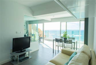 Amazing Ocean View Apartment at the Beach