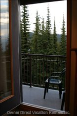 Balcony to Enjoy the View of the Ski Hill and the Monashees