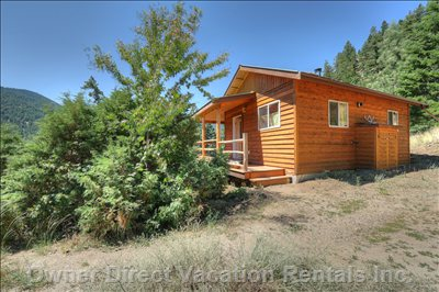 Little Cabin, Big View.  Hardwood and Tile, Pine Interior,  Wood Or Propane Heat.  New and so Comfy.