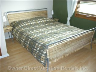 Bedroom Riverside - There is a Queen Bed with Foam Mattress, 2 Bedside Tables, and 2 Table Lamps.