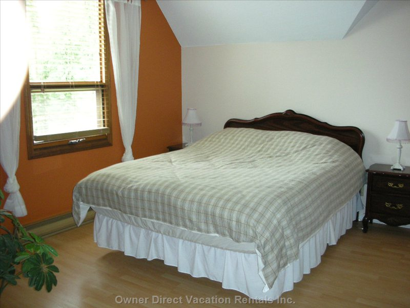 Westside Bedroom - Queen Size Bed with Foam Mattress, 2 Side Tables and 2 Table Lamps, Closet and Drawer.