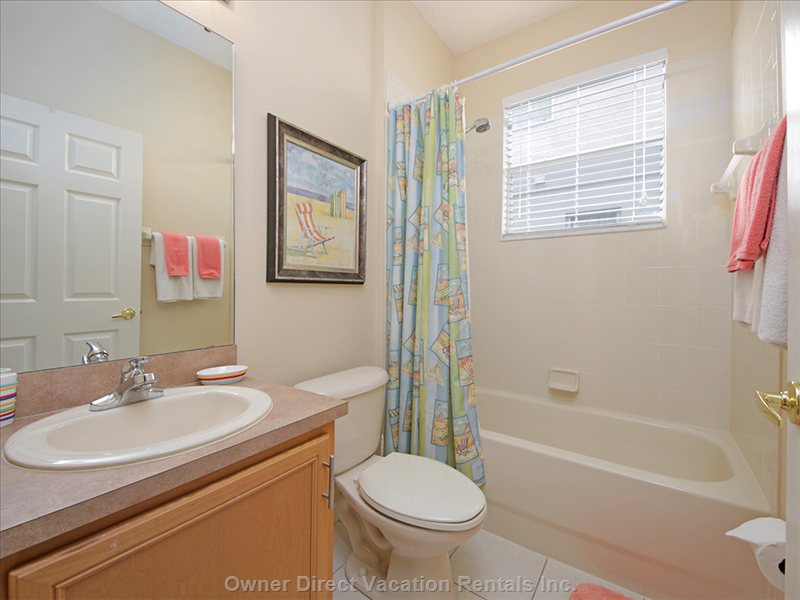 Hall Bath Shared by Queen and Twin Bedrooms