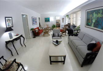 Downtown Havana Apartment - Walking Distance Sea Walk (Remodeled & Independent)