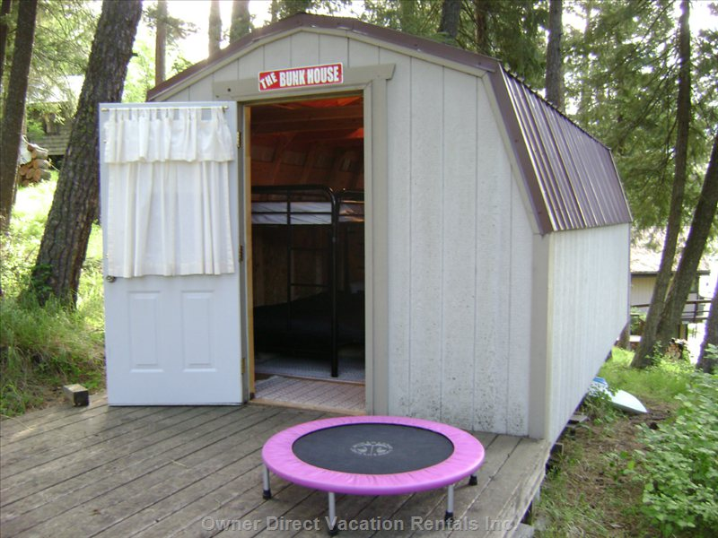 Bunkhouse Will Sleep up to 6 so Can Have a Max of 9 between Lakehome and Bunkhouse.