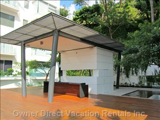 Sky Bar with New Deck and Ample Room for Entertaining Friends