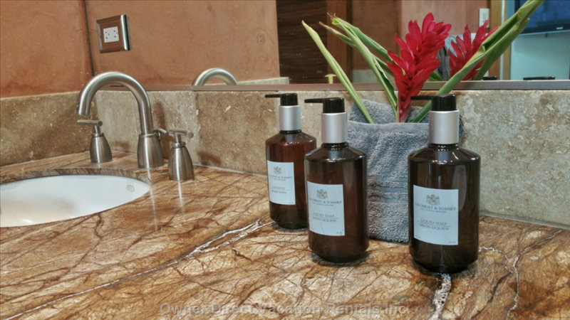 Gilchrist & Soames Quality Shampoo, Conditioner and Soap Provided in all Bathrooms, Even the Outdoor Shower