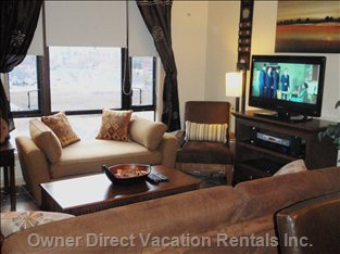Fully Equipped Living Room - with I-Pod Dock, Plasma Tv and a Pull out Sofa, Aux Sound Plug In.
