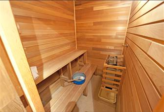 Spacious, Deluxe one Bedroom with in Suite Sauna in the Heart of Big White