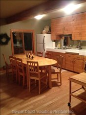 Well Equipped Kitchen, Table Seats 8 with Ease!
