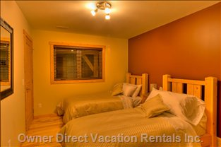 Eagle Lodge - Downstairs Bedroom with Large Walk-in Closet.  all Beds Can be King Or 2 Singles.