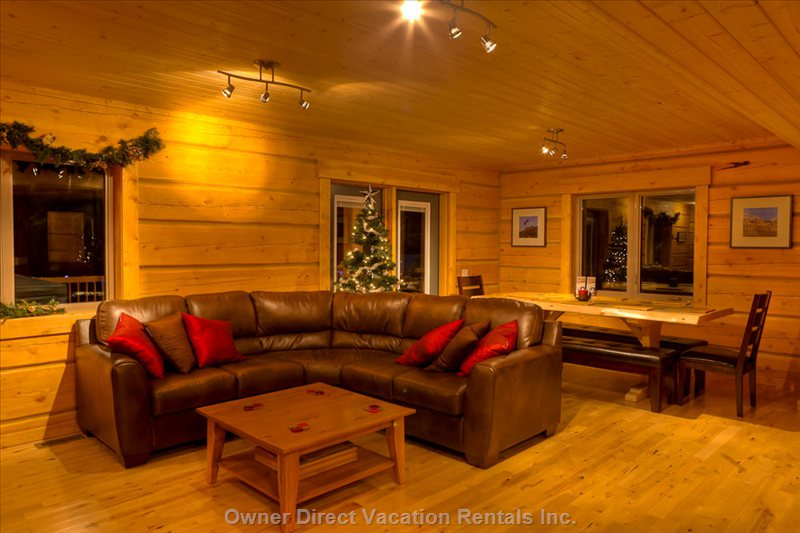 Eagle Lodge - Lounge Area with Coffee Table and Dining Area - Doors Open to Deck and Hot Tub