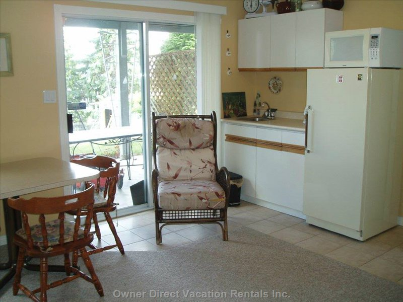 Small Kitchenette Facing Outdoor Private Patio and Lake. Table and Chairs for Outside Meals