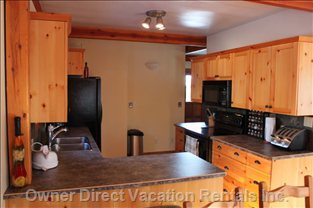 Gourmet Kitchen with New Appliances, Fully Stocked, Ice Maker, Margaritaville Blender