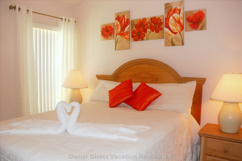 Guest Queen Room with Ceiling Fan, Lcd TV/DVD Player Combo.