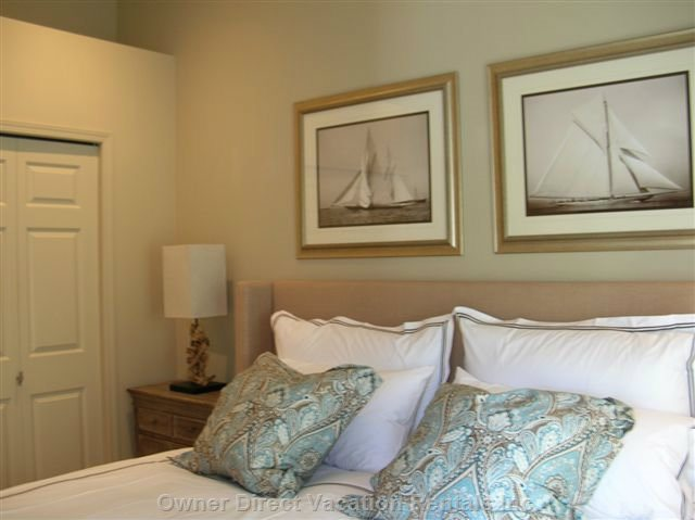 "B1: King Bed W/Pillow-Top Mattress, Italian Bedding, Samsung 40""hd-Led Tv; W-W Closets,12'ceiling, W/Grapevines & Stunning Lake View!"