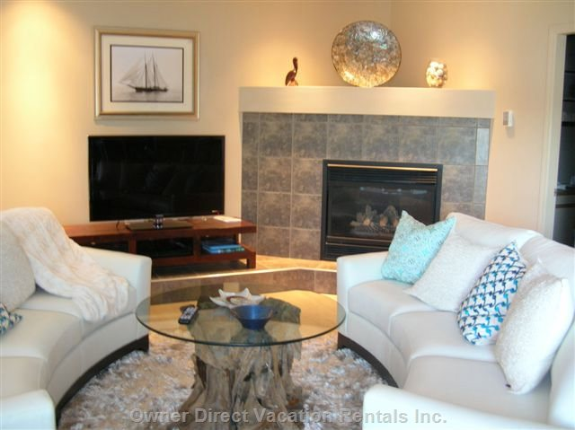"Elegant Living Room. 42"" Samsung hd-Led Tv, Wi-Fi, High Speed Internet Access; Open Concept, Picture Windows for Awesome Lake Views!"