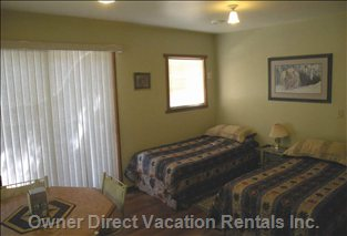 Twin Beds - Comfortable and Cozy- Watch Satellite TV from Bed.