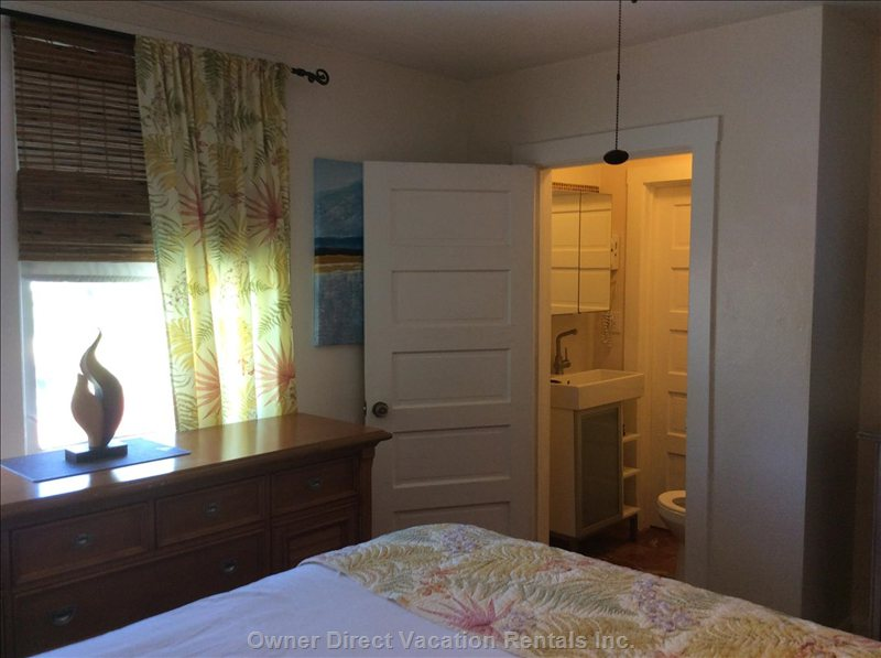 1/2 Bath Upstairs in between King Bedroom and Twin Bedrooms.