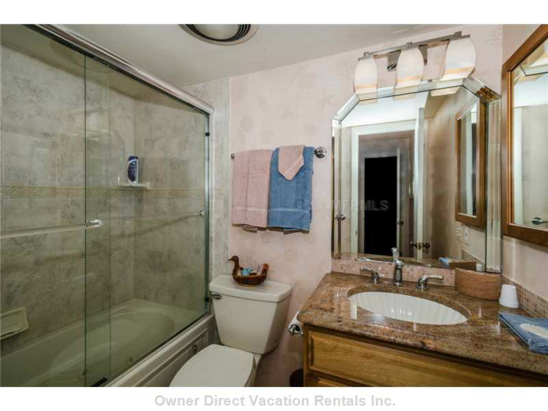 Master Suite 5-Piece Bathroom with Bathtub/Shower