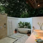 Outdoor Garden Bathroom