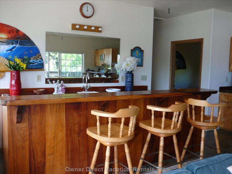 Lots of Seating & Dining Areas with Ocean Views!
