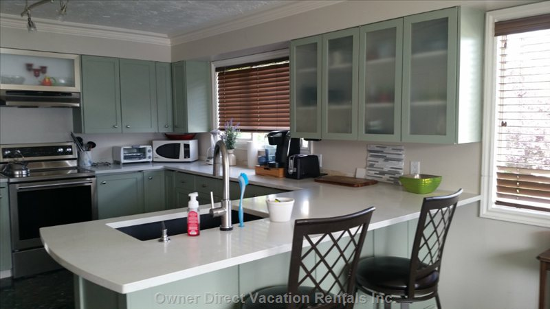 Recently Updated Kitchen with New Appliances , Quartz Countertops