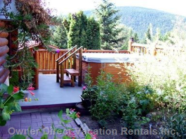 Hot Tub - Just a Short Walk out the Door!