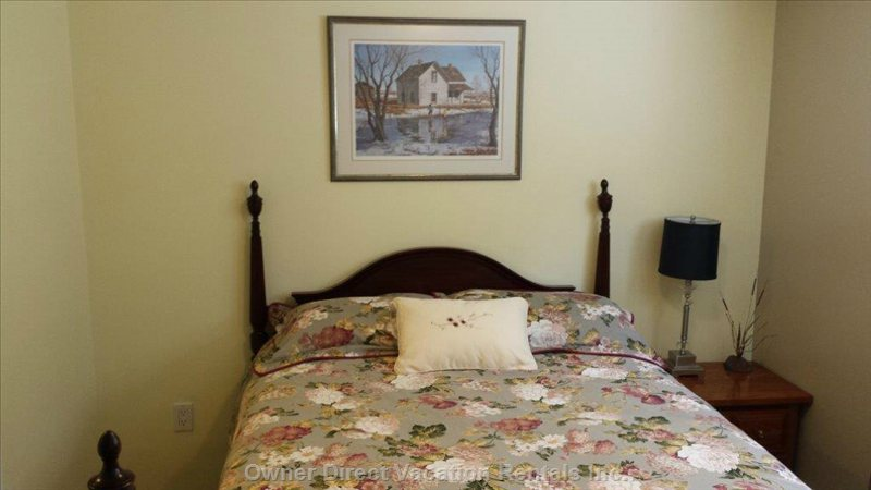 Double Four Poster Bed - Sleeps 2 Very Comfortable