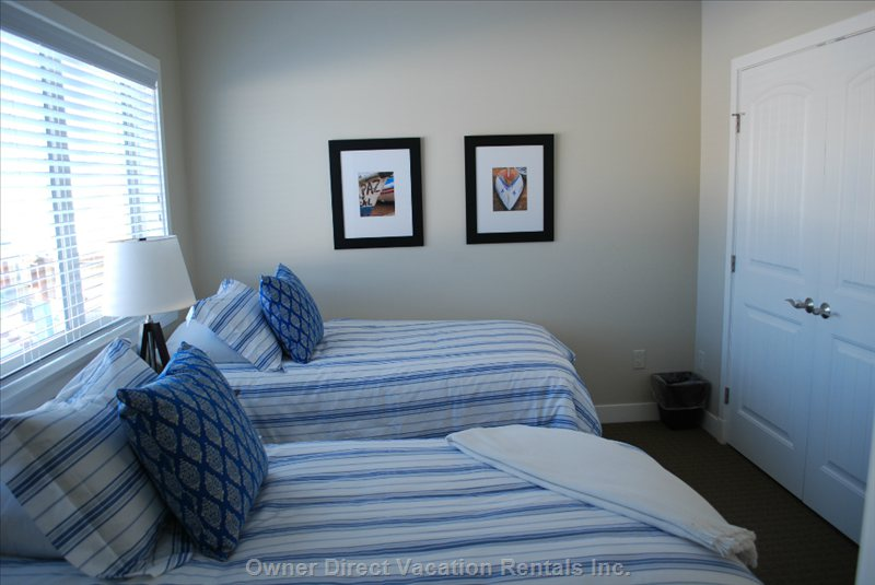 Second Bedroom with Twin Beds Or Convert to King