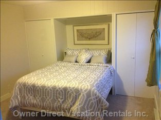 Above Description of Queen Bedroom with En Suite & Air-Conditioner.