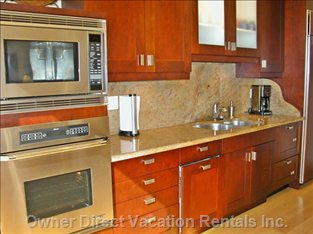 Kitchen with Granite Counters - Sub-zero Fridge with In-door Ice Maker, Quality Appliances. Fully Equipped Kitchen.