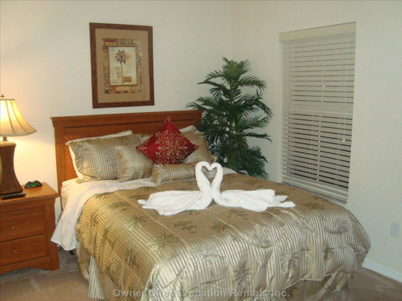 1rst Floor Palm Tree Theme with Ensuite at Night