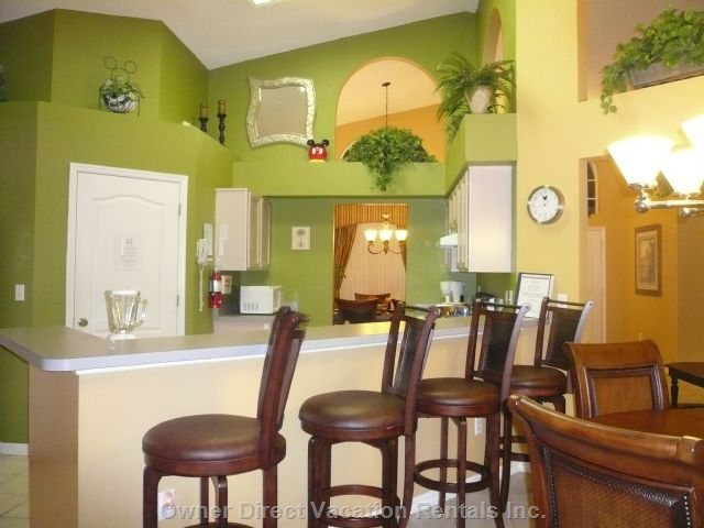 Fully Equipped Kitchen with  Breakfast Bar Nook