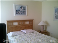 Queen Bed Room with TV, Ceiling Fan (Upstairs)