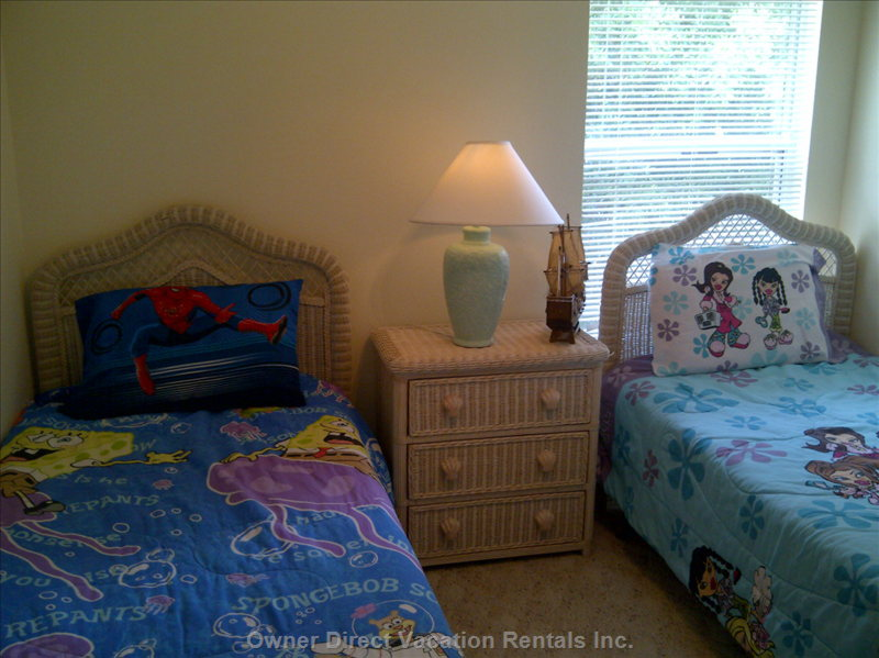 Twin Bed Room, Ceilng Fan (Upstairs)