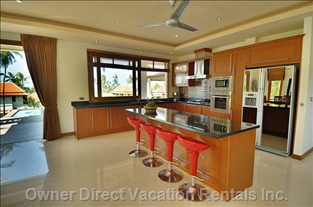 Fully Equipped Modern and Spacious Kitchen