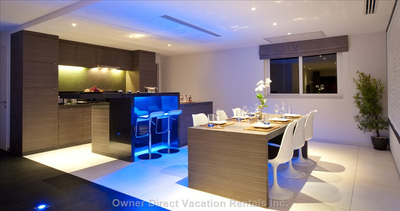 Open Kitchen with Dining Room