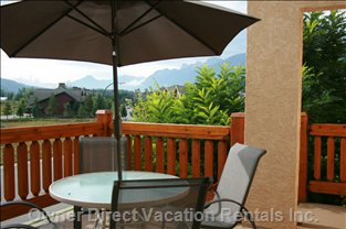 Relax on the Deck with the Mountains!