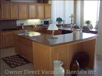 Huge Entertainment Size Kitchen--Room for many Cooks!!