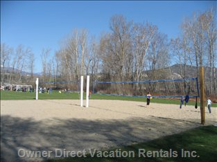 Beach Volley Ball - in Puplic Park Next Door 2 Minute Walk