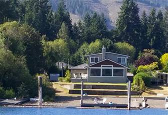 Luxury 5 Bedroom 4 Bathroom Cowichan Lake Vacation Home with Private Beach/Dock